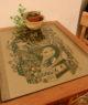 Table illustrée par l'artiste liégeois Jo chez Ventre Content, restaurant végétarien à Liège