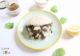 Pain pita vegan aux falafels, ratatouille de légumes du Sud et sauce yaourt à la menthe